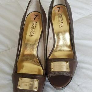 Gorgeous Michael kors brown heels